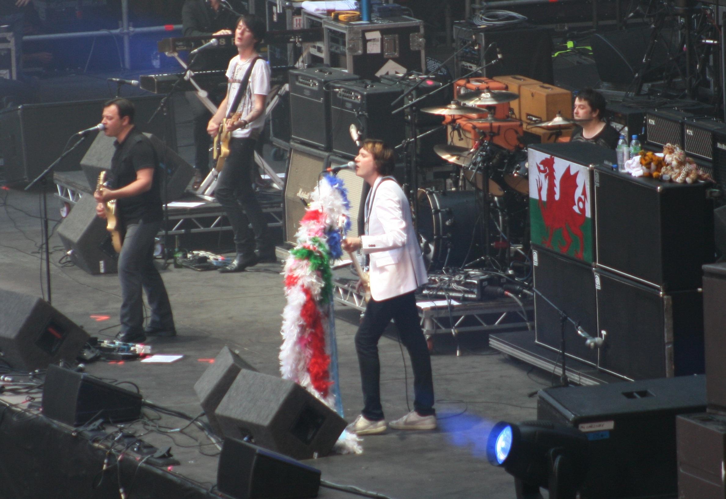Manic_Street_Preachers_-_Cardiff_June_2010