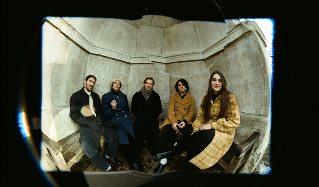 NEWS: SILVERTWIN - DEBUT ALBUM: 'SILVERTWIN'